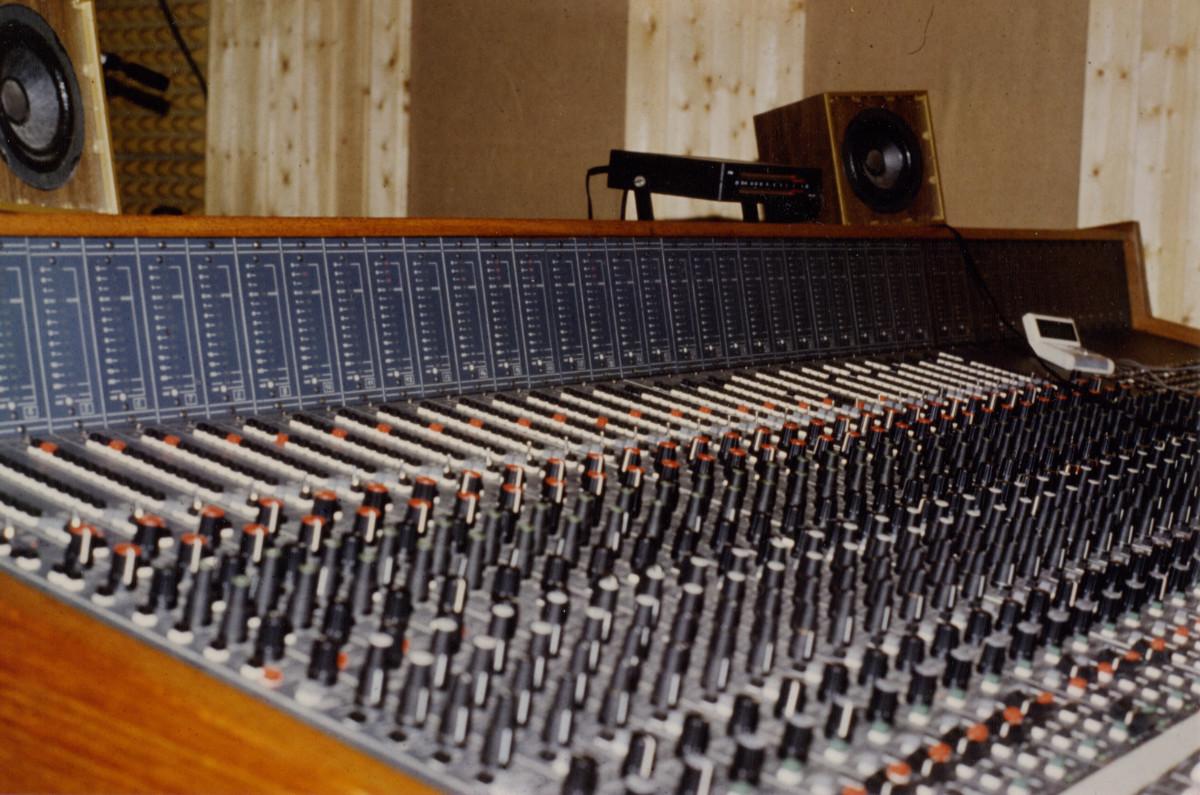 Creed studio mixer Console