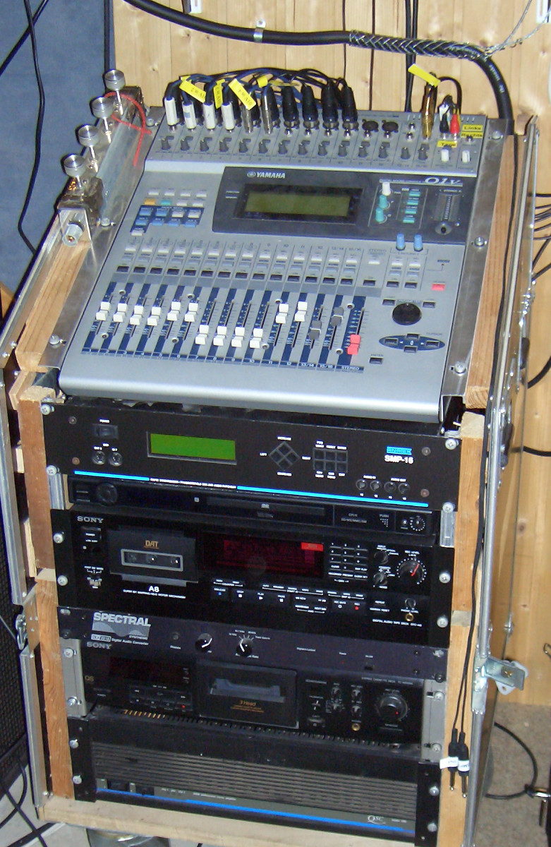 Yamaha 01V in Rack